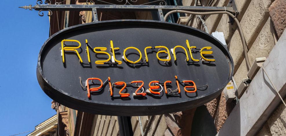 Les typographies des enseignes en disent long sur nos quartiers